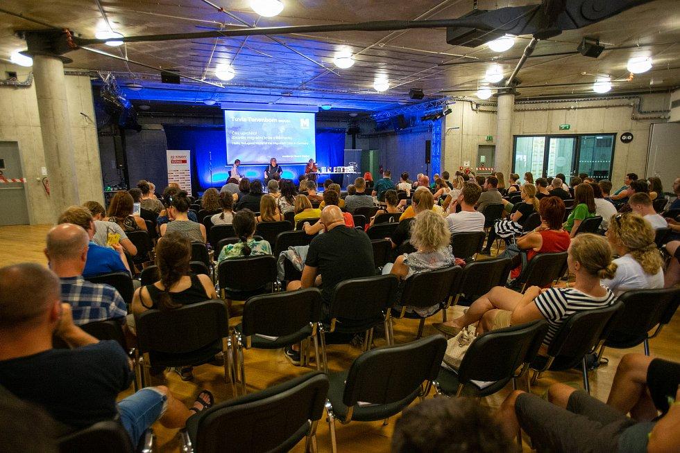 Hudební festival Colours of Ostrava 2019 v Dolní oblasti Vítkovice, 19. července 2019 v Ostravě. Na snímku novinář Tuvia Tenenbom.