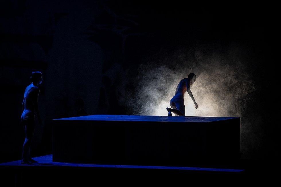 Členové baletního souboru NDM (Národní divadlo moravskoslezské) zkoušejí balet Mahlerovy vzpomínky na scéně Divadla Jiřího Myrona, 18. března 2021 v Ostravě.
