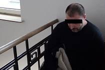 Muži hrozilo až deset let vězení. Nakonec od soudu odešel s podmíněným trestem.
