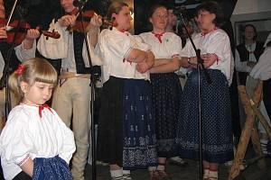 Mezinárodní přehlídka lidových kapel a folklorních souborů se těší oblíbenosti, prestiži i stálému zájmu vystupujících uskupení.