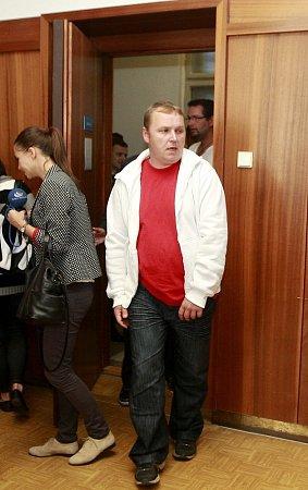 Marek Ženíšek při příchodu do soudní síně.