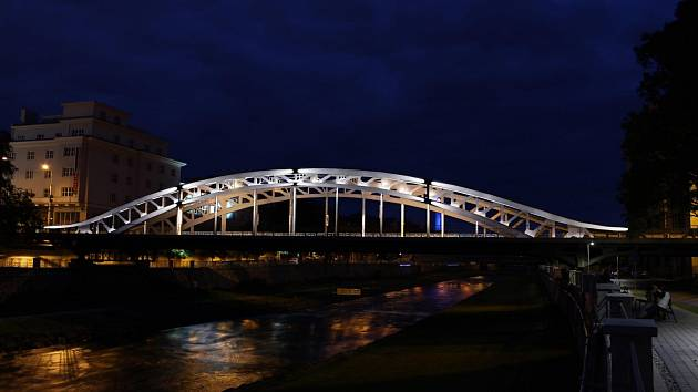 Nasvícený most Miloše Sýkory v centru Ostravy.Vizualizace.