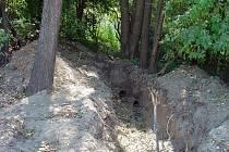 Takové díry zůstávají po nájezdech zlodějů potrubí