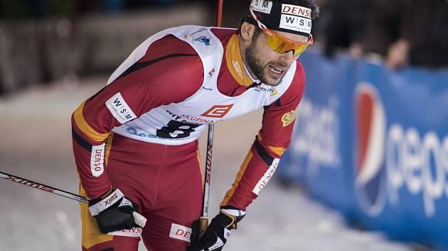 Běžec na lyžích Dušan Kožíšek po dojezdu do cíle finále závodu City Cross Sprint Ostrava 2016.