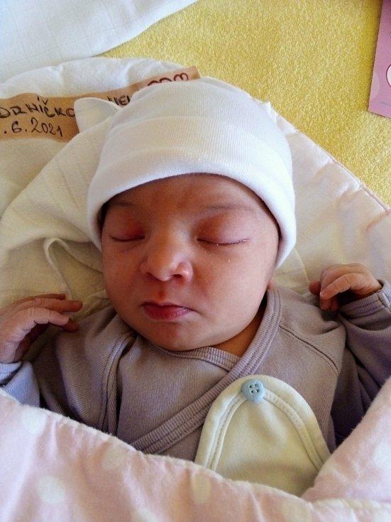 Nela Jadrníčková, Horní Benešov, narozena 9. června 2021 v Krnově, míra 50 cm, váha 3400 g.