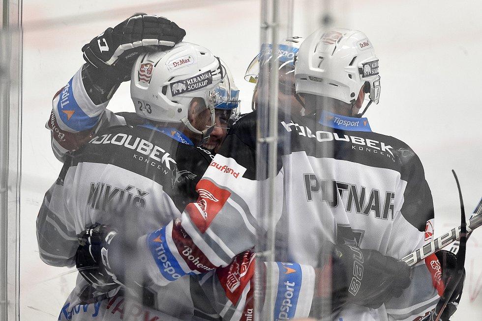 Utkání 8. kola hokejové extraligy: HC Vítkovice Ridera - HC Energie Karlovy Vary, 9. října 2020 v Ostravě. Radost Tomáš Mikúš z Karlových Varů.