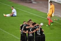 Utkání 1. kola nadstavby první fotbalové ligy, skupina o titul: Baník Ostrava - SK Slavia Praha, 20. června 2020 v Ostravě. Tým Slavie oslavuje radost z gólu.