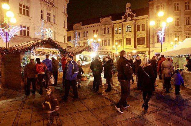 Vánoční trhy poslední adventní víkend na Jiráskově náměstí.