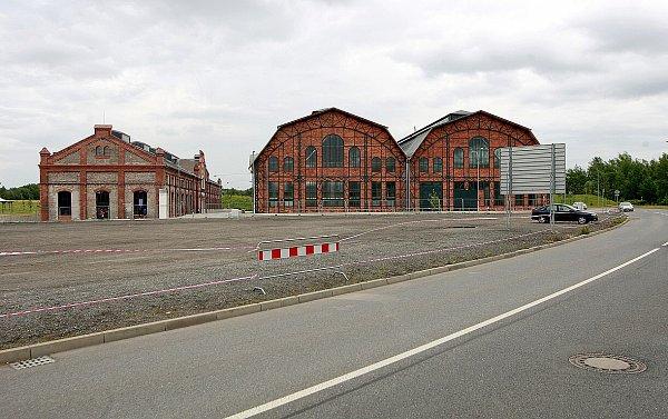 Parkoviště za obchodním centrem Forum Nová Karolina vcentru Ostravy.