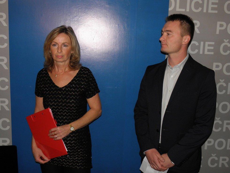 Ostravští kriminalisté Eva Fajnorová a Patrik Heinzke v úterý informovali o zadržení podvodníků.