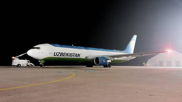 Speciální letoun s výrobními linkami.