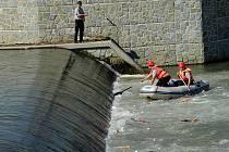 Desítky policistů, hasičů i strážníků pátraly po tělu šestnáctiletého chlapce, který utonul v řece Ostravici v Ostravě-Hrabové.