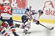 Utkání 40. kola hokejové extraligy: HC Vítkovice Ridera - HC Dynamo Pardubice, 9. ledna 2019 v Ostravě. Na snímku (zleva) Ihnačák Brian a Jan Schleiss.
