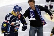 HC Vítkovice Steel – PSG Zlín. Na snímku Víktor Ujčík (vlevo) s Pavlem Kubinou.