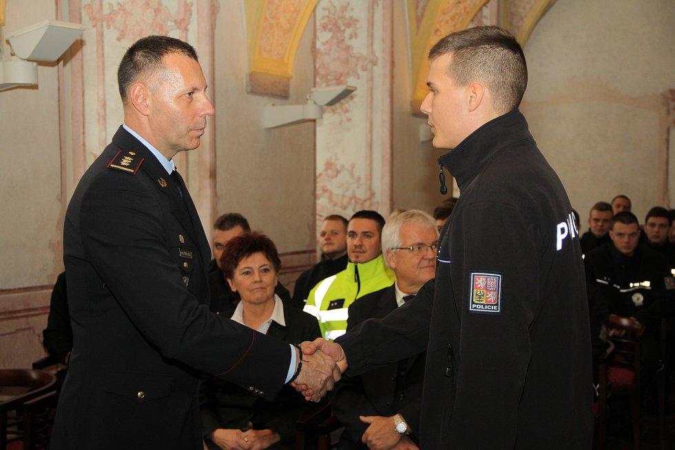 Tomáš Kužel při vítání nováčků (na snímku vlevo).