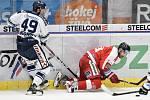 Utkání 27. kola hokejové extraligy: HC Vítkovice Ridera - HC Olomouc, 18. prosince 2019 v Ostravě. Na snímku (zleva) Nicolas Werbik a Zbyněk Irgl.