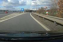 Automobil jedoucí od Velké Polomi do Ostravy-Poruby zachytila palubní kamera jednoho z řidičů.