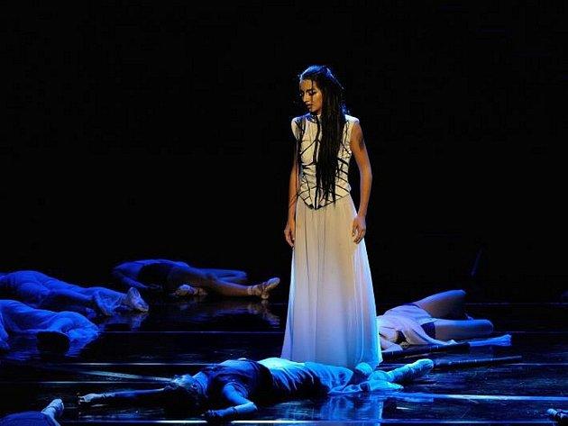 LUCIE SKÁLOVÁ v roli Sakury v představení Poslední samuraj, za níž získala Cenu Thálie.