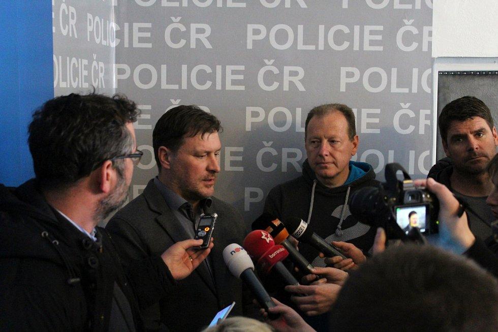 Kriminalista Martin Lichý sdělil novinářům na tiskové konferenci ve čtvrtek další informace k brutálnímu zločinu.