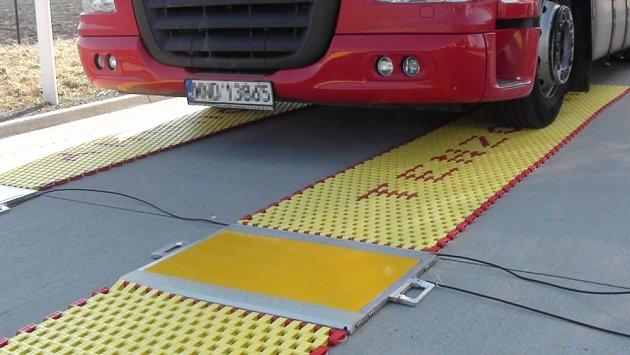 Policisté vMoravskoslezském kraji dostali vozidlo smobilními váhami.
