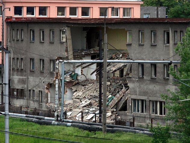 V Ostravě se v pondělí zřítila část opuštěného domu v Cihelní ulici.