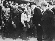 Nejbouřlivěji přivítala Ostrava prvního Československého prezidenta v roce 1924, žádnému z těch dalších se tak nadšených ovací nedostalo. Na snímku je T. G. Masaryk ve Vítkovických železárnách.