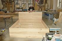 Výrobek dřevo dílny. Postel, jasan, 1800x2000x1100mm.