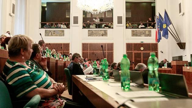 Setkání primátora Ostravy Tomáše Macury, starostky Liany Janáčkové a obyvatelů vyloučené lokality Bedřiška na radnici, ve středu, 20. června 2018.