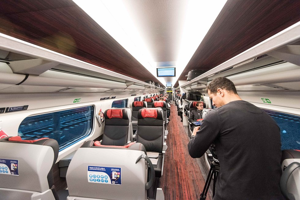 Nový interiér vlaků SC Pendolíno společnosti České dráhy, snímek z 25. září 2017 v Ostravě.