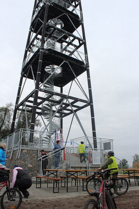 27 metrů vysoká rozhledna se nachází v chráněné oblasti Meandry Odry - v Krzyzanowicích, hraniční obci na polském břehu Odry.