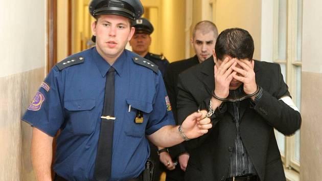 Soud s kokainovými pašeráky u ostravského krajského soudu. . Na snímku Albánec Florián Hamzai