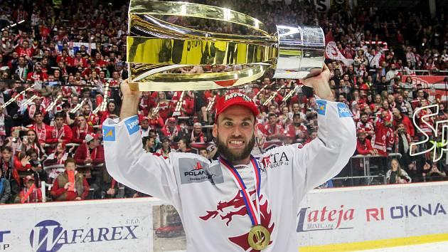 VLADIMÍR SVAČINA je úřadující extraligový šampion s Třincem. V tuzemské nejvyšší soutěži nastupoval i za Vítkovice, Plzeň, Mladou Boleslav a Liberec.