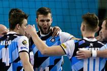 RADOST. Volejbalisté VK Ostrava porazili v sobotu doma ČZU Praha 3:0 a popáté v sezoně se radovali z vítězství.