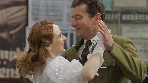 Eva Vica Kerekešová a Ondřej Vetchý při natáčení filmu 7 dní hříchu.