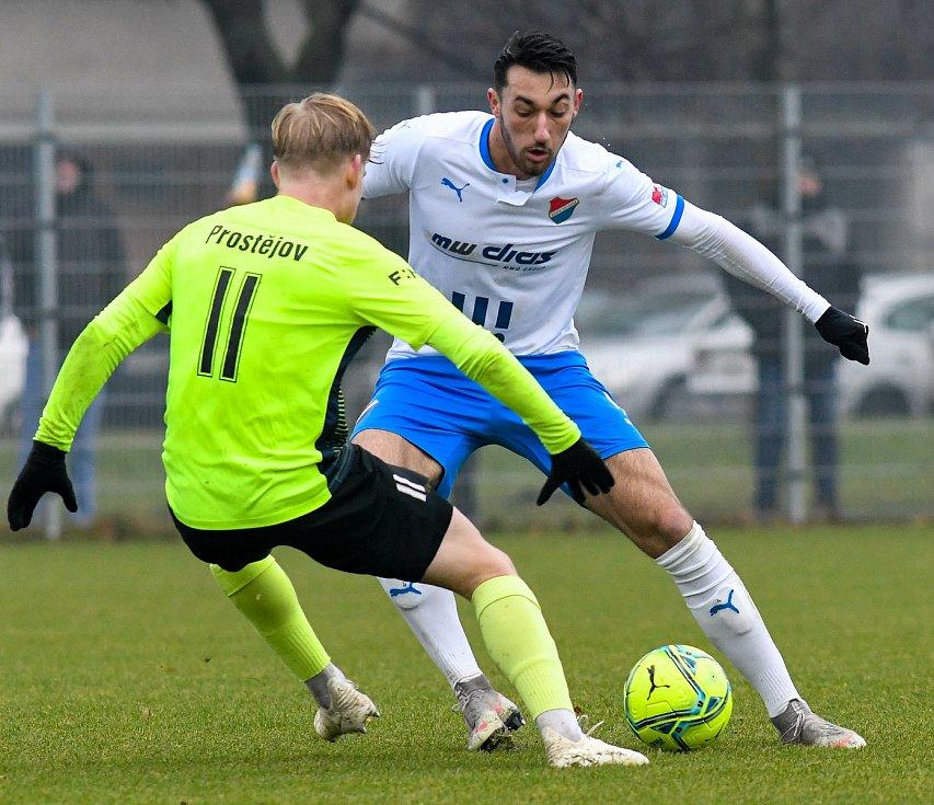 Fotbalisté Baníku Ostrava prohráli přípravné utkání s druholigovým Prostějovem 0:1. (6. ledna 2021, Ostrava). Na snímku v bílém Ondřej Chvěja.