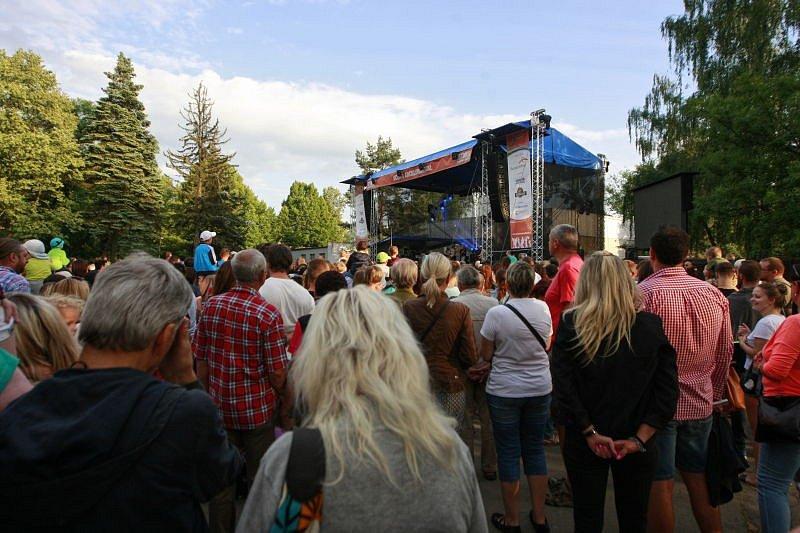 Dvoudenní Festival v ulicích dokázal po dva dny zaplnit centrum Ostravy, stejně tak okolní ulice, nábřeží u řeky Ostravice i areál výstaviště Černá louka.