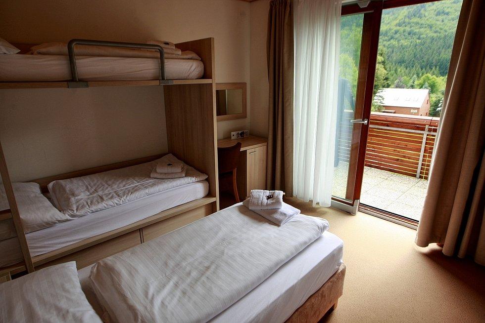 Archivní snímek areálu horského hotelu Čeladenka na Čeladné, léto 2015.