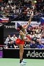 Utkání kvalifikace Fedcupového poháru Česká republika - Rumunsko, dvouhra, 9. února 2019 v Ostravě. Na snímku Mihaela Buzarnescuová proti Karolína Plíšková.