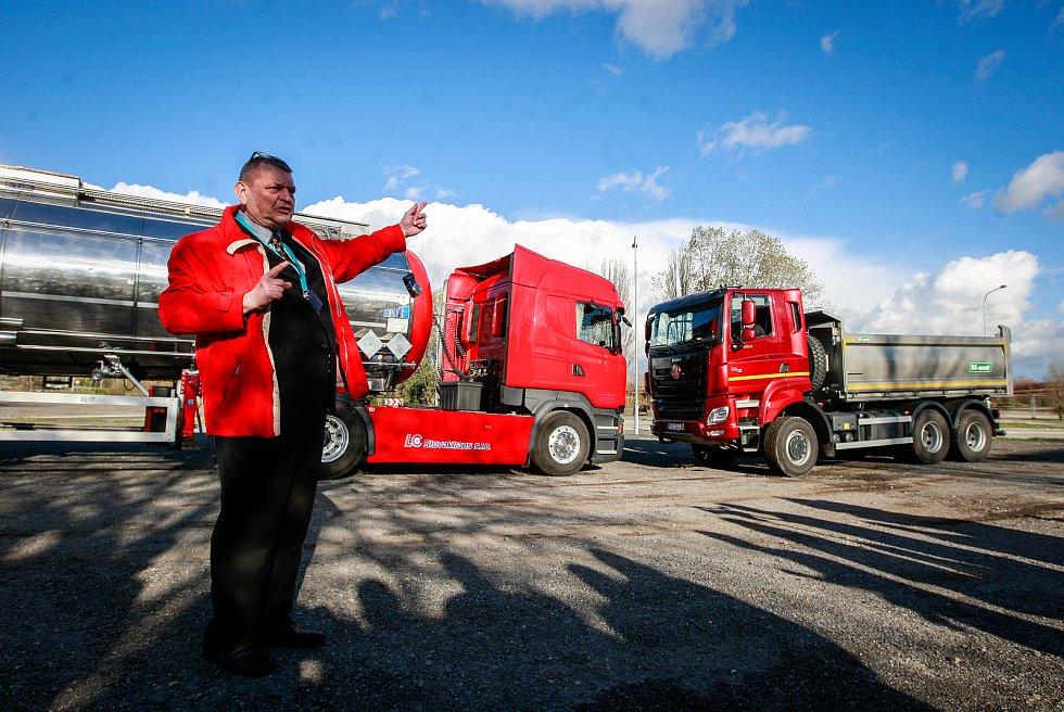 Simulovaná havárie nákladního vozidla převážejícího nebezpečný odpad v areálu Dolních Vítkovic v Ostravě.