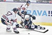 Utkání 30. kola hokejové extraligy: HC Vítkovice Ridera - HC HC Škoda Plzeň, 28. prosince 2018 v Ostravě. Na snímku (zleva) Rostislav Olesz, Milan Gulaš a Jan Schleiss.