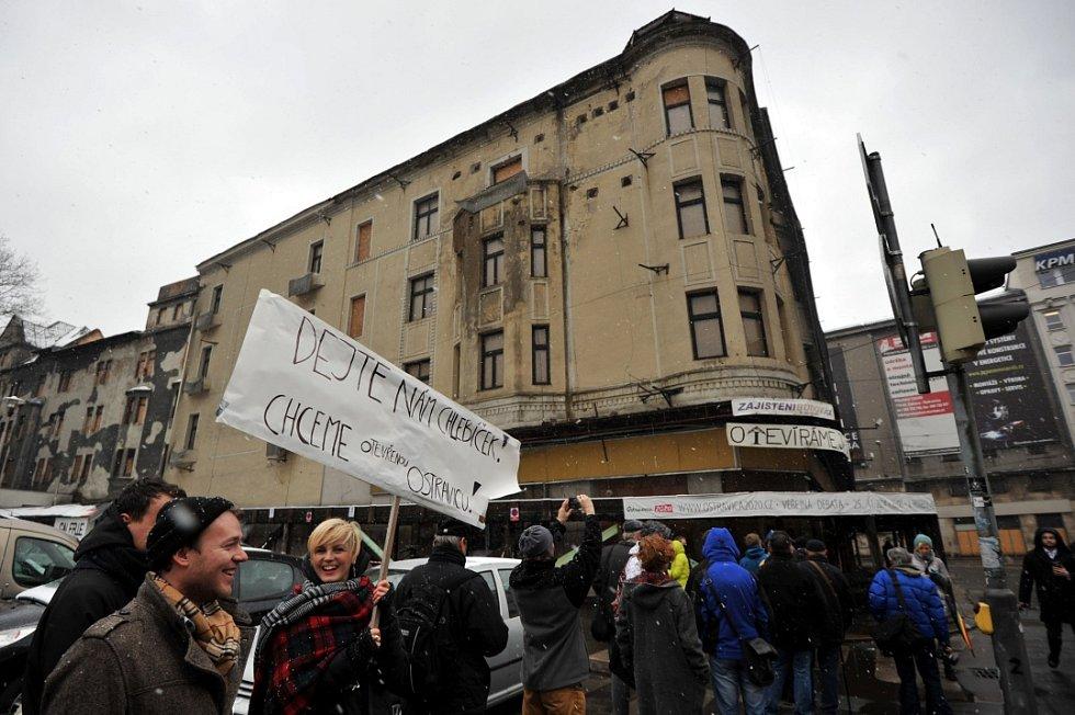 Happening na podporu záchrany Ostravice-Textilie.
