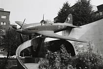 Památník s letadlem IL-10 v roce 1989.