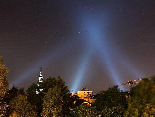 Organizátoři akce Cheopsova pyramida nad Ostravou vyhlásili fotosoutěž o nejzdařilejší snímek zachycující světelný jehlan.