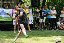 V areálu bývalého koupaliště na Hukvaldech se v úterý uskutečnil 7. ročník soutěže O penaltového krále Moravskoslezského kraje. nakonec vyhrál Zbyněk Drastich.