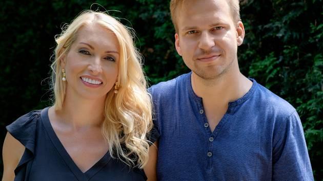 Martin Chodúr se svou přítelkyní Ivonou Selníkovou. V lednu čekají miminko.
