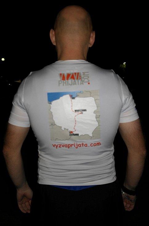 Výzva přijata, hlásá heslo na tričku z trasou běhu Hel – Ostrava.