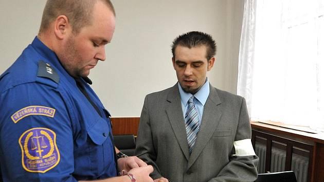 Za ozbrojené přepadení čtyř benzinek poslal soud Františka Jindráka na sedm let za mříže.