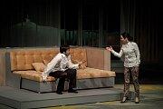 Snímek ze zkoušky inscenace Dva úplně nazí muži v Divadle Mír.