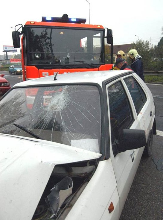 Hromadná nehoda vozidel na Místecké ulici v Ostravě
