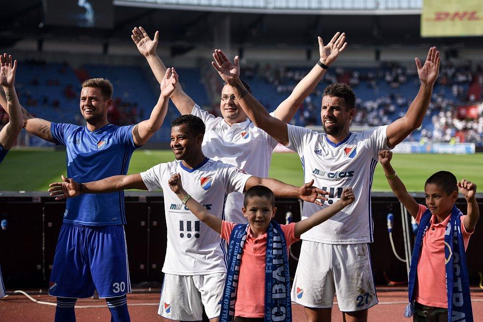 Utkání 26. kola první fotbalové ligy: Baník Ostrava - Sparta Praha, 28. dubna 2018 v Ostravě. Milan Baroš a Dyjan Carlos De Azevedo.